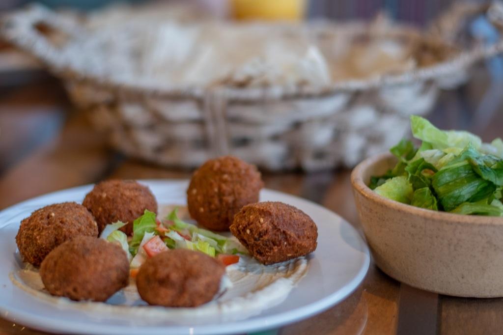 Falafel auf Hummus