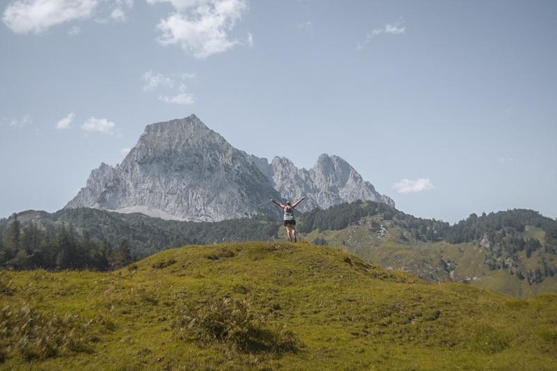 Ich stehe vor einem Berg am Koasa Trail