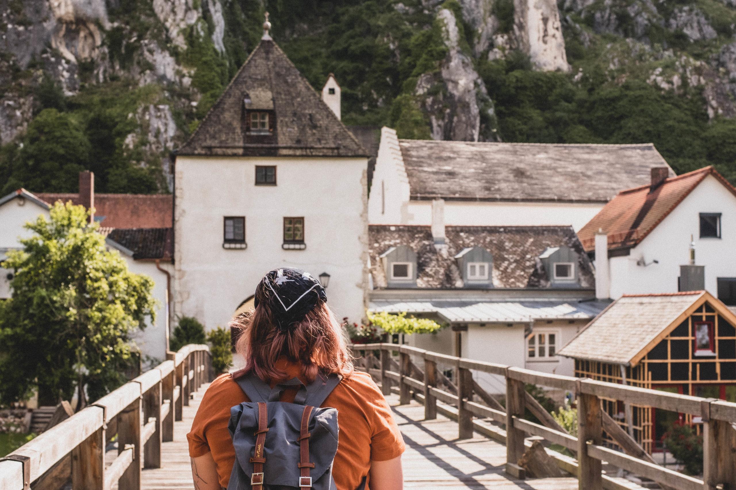 Blick auf die Brücke in Essing im Altmühltal